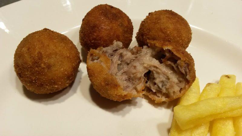 Bitterballen, el snack de la cocina holandesa. 2